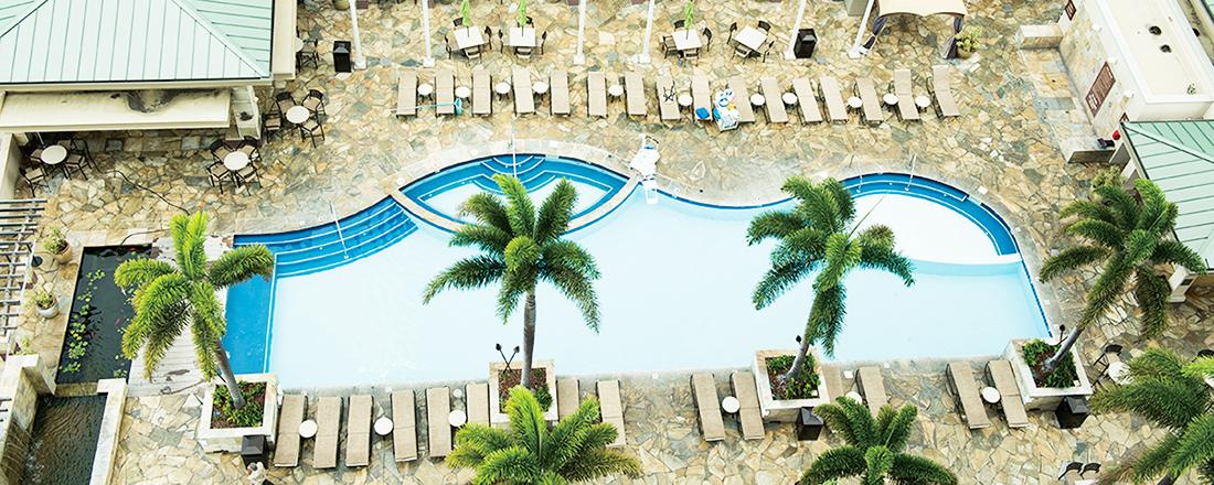 全室スイートタイプに、人気朝食ビュッフェ…ハワイのホテル〈Embassy Suites by Hilton Waikiki Beach Walk〉はご褒美女子旅にぴったり。