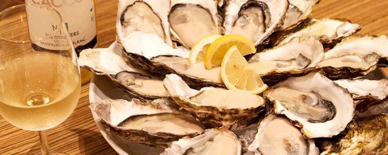 牡蠣食べ放題プランが期間限定で登場!日比谷のおしゃれなオイスターバー2軒に注目。