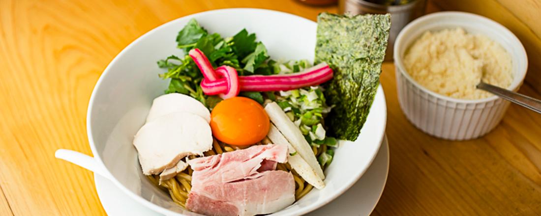銀座〈むぎとオリーブ〉の人気まぜそば「濃厚卵のまぜSOBA」を実食!