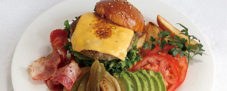 【石垣島】石垣牛ハンバーガーに新鮮な海の幸、島のフルーツカクテル…おすすめグルメ店・バー3軒