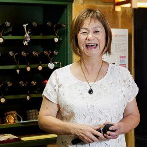 この笑顔に会いに行きたい!〈大ちょうちん〉弘子ママがどんな時でもポジティブな秘密って?