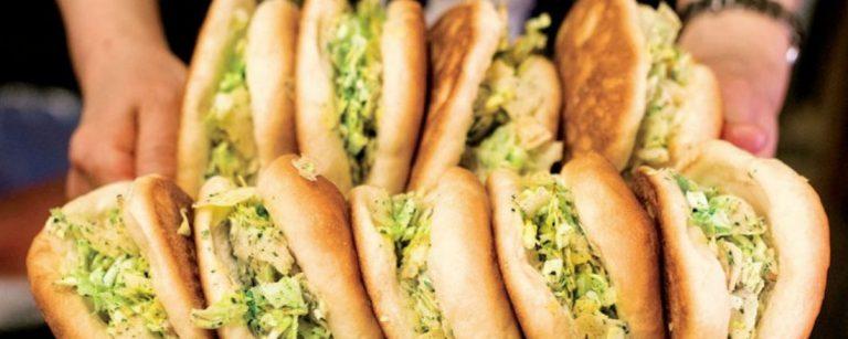 パン好き必見の【横須賀】ご当地パングルメ4選。名物の海軍カレーパン、ポテチパンって?