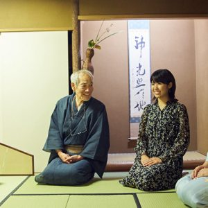 年に1度のイベント!10月28日開催「銀茶会」に向けて、ハナコラボが新橋芸者と一緒に茶道体験。