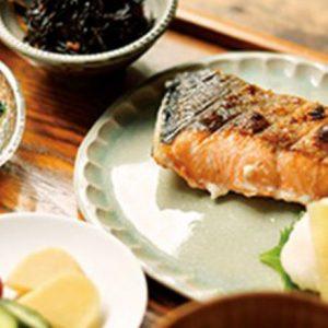 おひとりさまランチは定食セットでほっこり。美味しい魚定食が話題のお店とは?