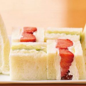 濃厚生クリームと新鮮フルーツ!【都内】美しい絶品フルーツサンドが楽しめる老舗パーラーとは?