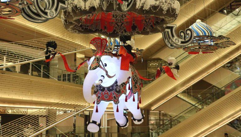 〈GINZA SIX〉に2018年の新作クリスマスアートが期間限定で登場。