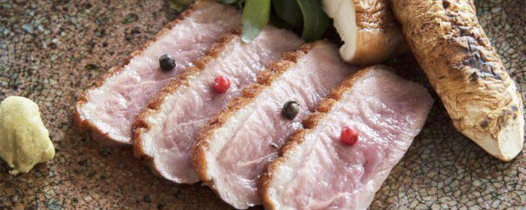 銀座の人気店〈レストラン ヤマウチ ギンザ〉で、京都の旬食材を使った独創的な料理を。