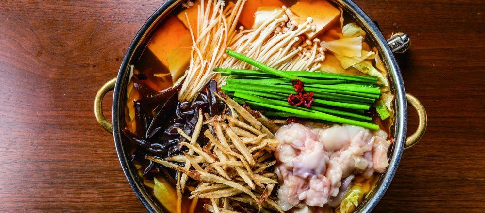 人気グルメが楽しめる福岡のおすすめ店6軒【水炊き、もつ鍋、魚介、焼鳥、炊き餃子など】