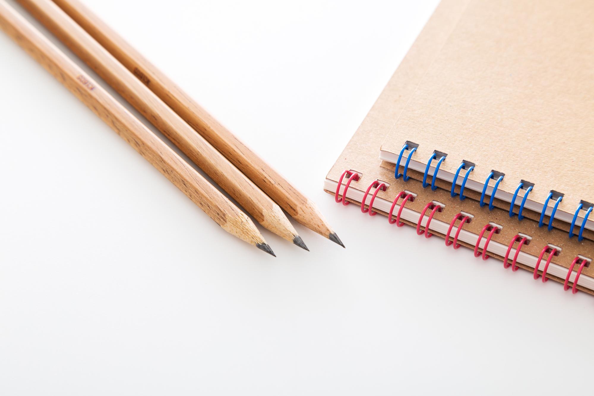歴史や価値とともに変化する「お値段」⑫ ── 鉛筆とノートのお値段