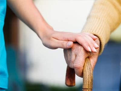 介護スタッフの処遇と業務の改善こそが人手不足解消の鍵(後編1)