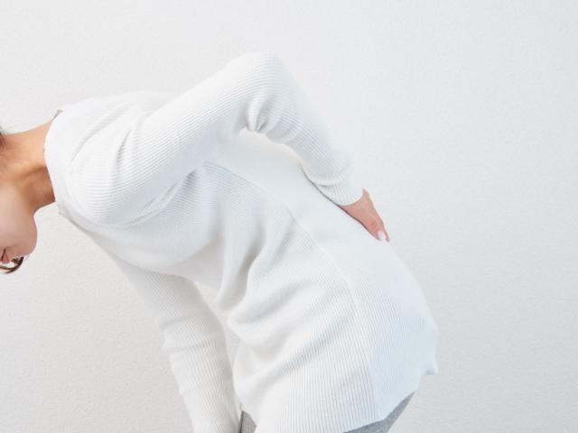 【薬剤師監修】腰痛に効く市販薬は?塗り薬・貼り薬・飲み薬どれを選ぶ?
