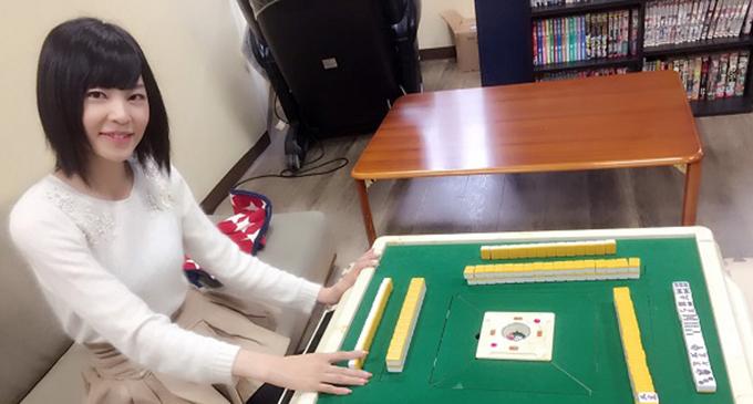 学生王者に贈呈された全自動卓のその後は? アモスPR大使樋口清香が調査してきました!