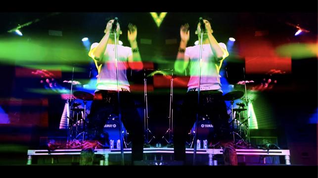 アンドルー カッサラ - 「Dancing Mono」 (のライブ GlowFair Festival MV)