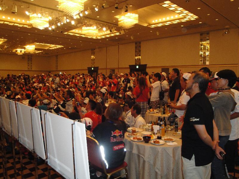 約450名の熱心な小林可夢偉ファン