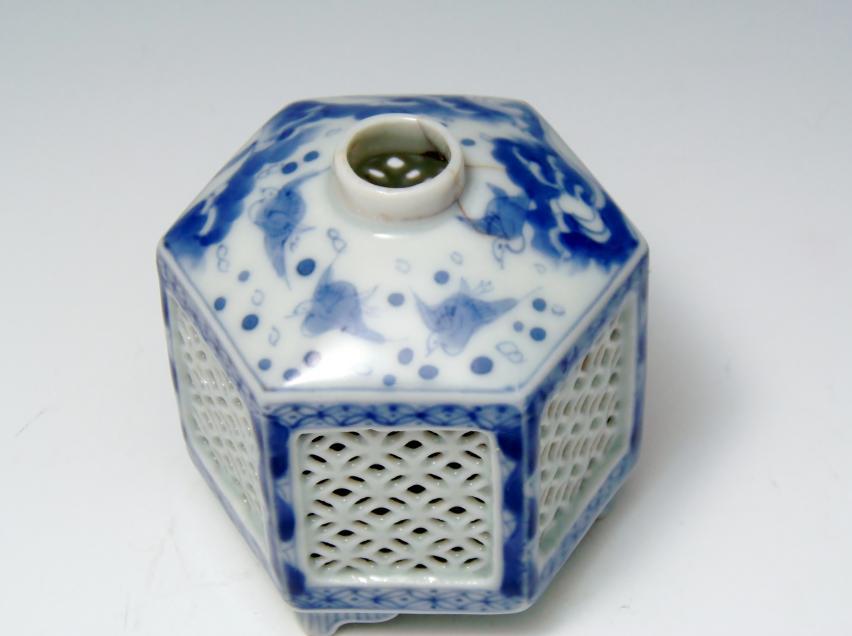 平戸焼透かし六角虫籠