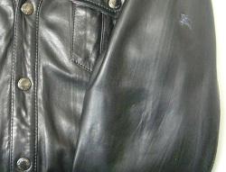 レザージャケットのワッペンシールの剥げ跡