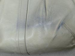 白いバッグのデニム汚れ