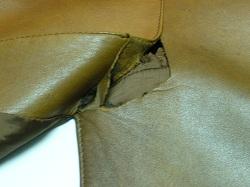 革コートの裂け修繕