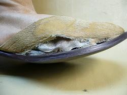 革靴の破れ