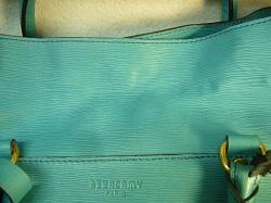 鞄 美容液オイル 染み