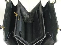 ハンドバッグ 内側ベタベタ