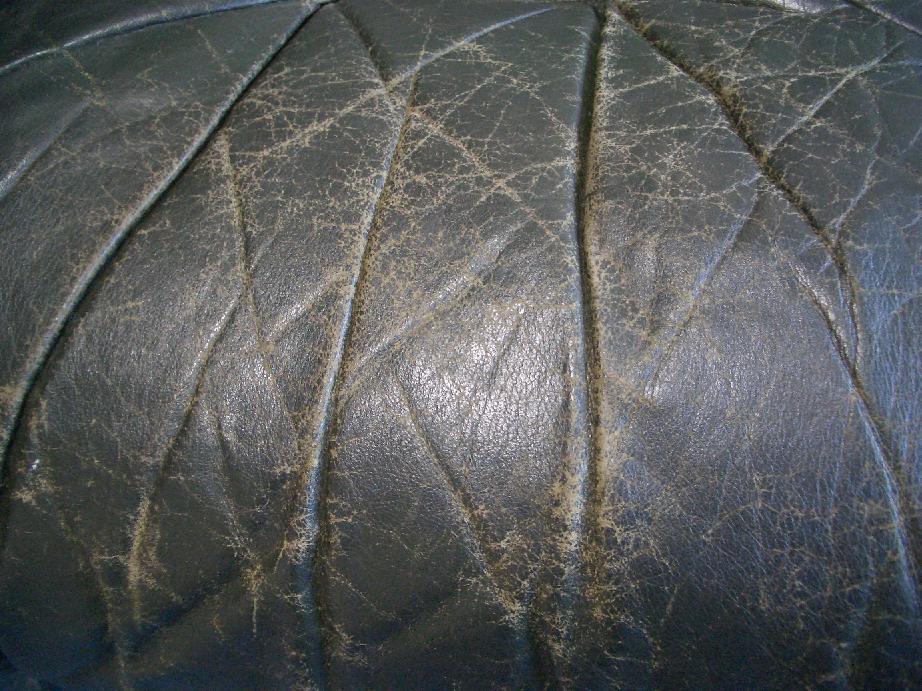 本革のソファ修理例  施工前 2