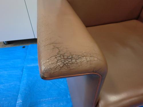 応接室革張りソファ・椅子の補修例 施工前
