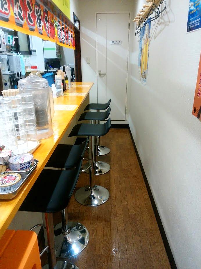 茨木市のたこ焼き店、摂津 たこや貴族。店内。