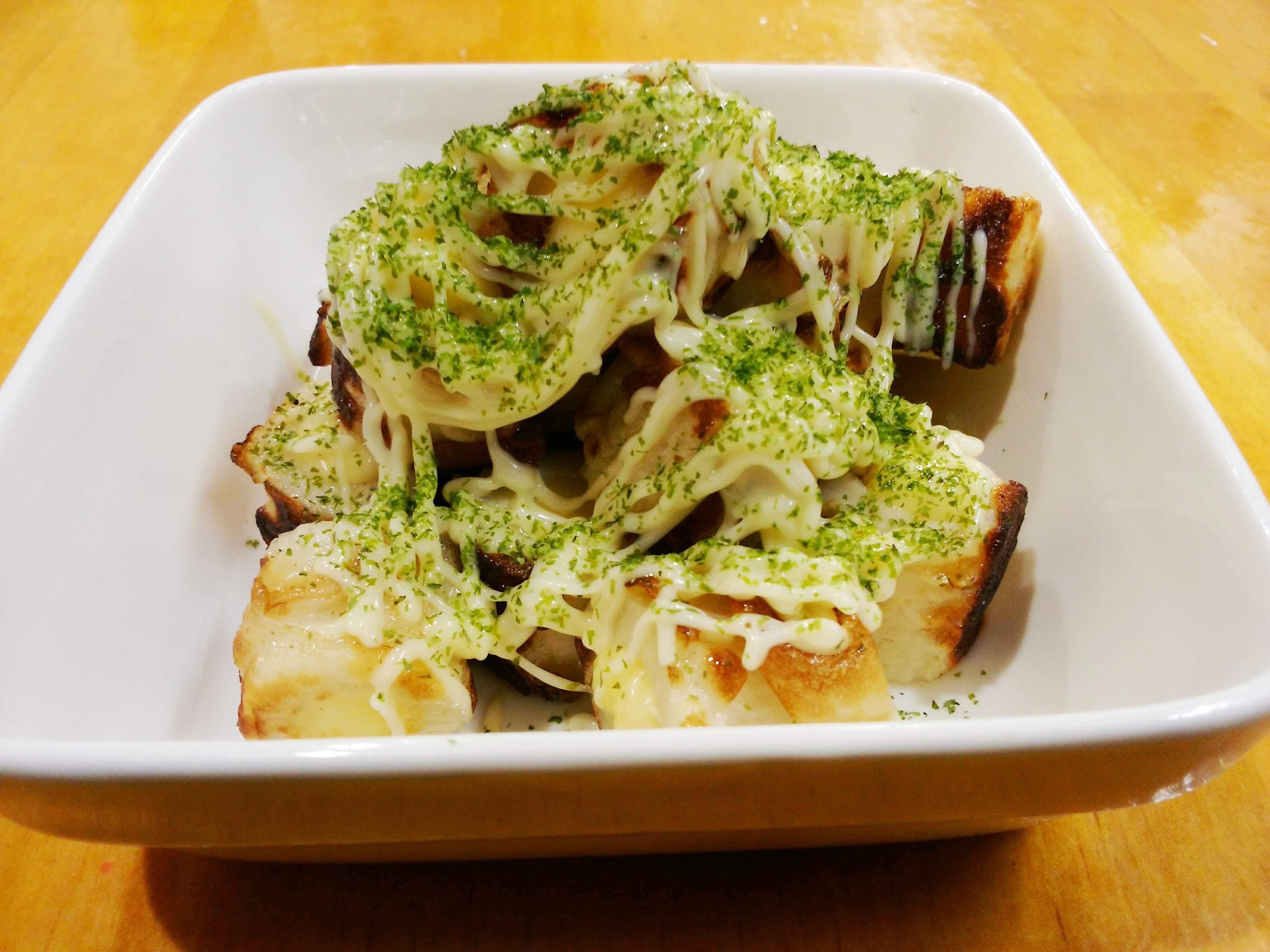 茨木市のたこ焼き店、摂津 たこや貴族。竹輪のチーズ詰め。