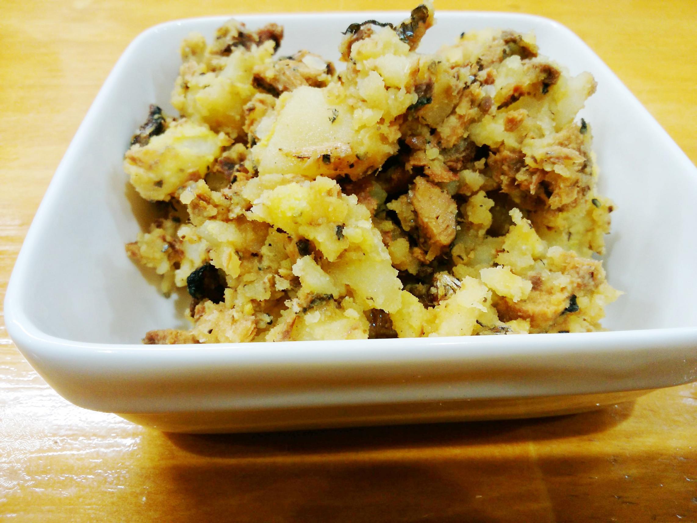 茨木市のたこ焼き店、摂津 たこや貴族。サンマ蒲焼のポテトサラダ。