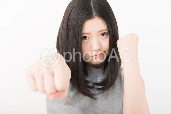 女性 パンチ1の写真