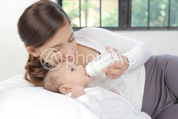 外国人の母子32の写真