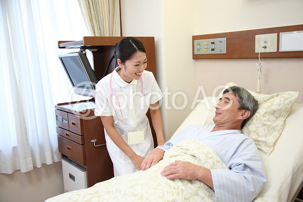 看護師と男性の患者6の写真