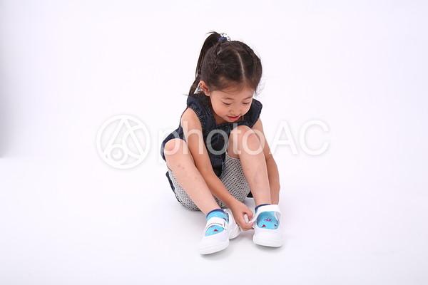 靴を履く子供1|写真素材なら ...
