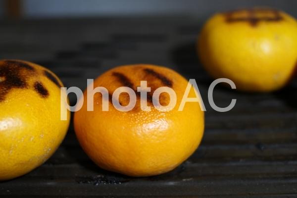ストーブの上で焼いた「焼きみかん」 06の写真
