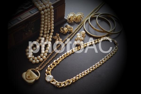 ゴールド(金)のアクセサリーの写真
