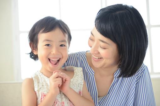 母と子 抱っこ15の写真