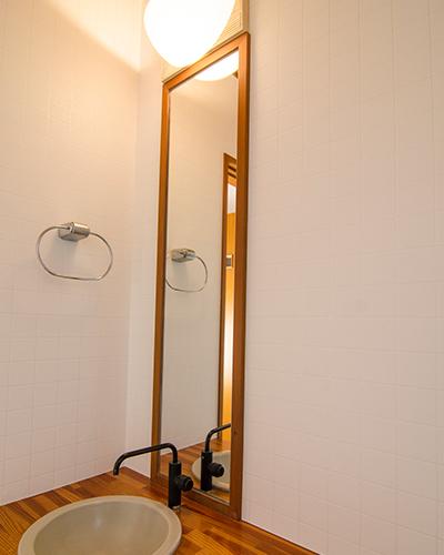 白い光よりも暖色系でリラックスできる空間へ