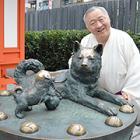 子犬を見つめる母犬の像「子宝いぬ」 水天宮の人気マスコット