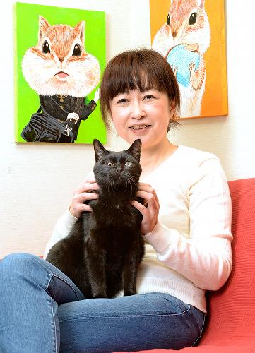 マリは14歳。人間の食べ物には興味がない。ベランダの猫草が好きで、引き戸を開けてしまうことも。
