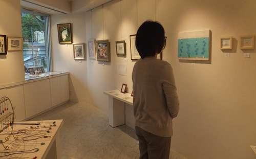 「猫の展覧会」会場の様子=横浜市のアートギャラリー山手