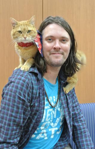 自著が原作の映画「ボブという名の猫 幸せのハイタッチ」が公開されたジェームズ・ボーエンさん