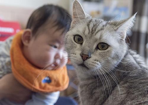 リク(右)と赤ちゃん
