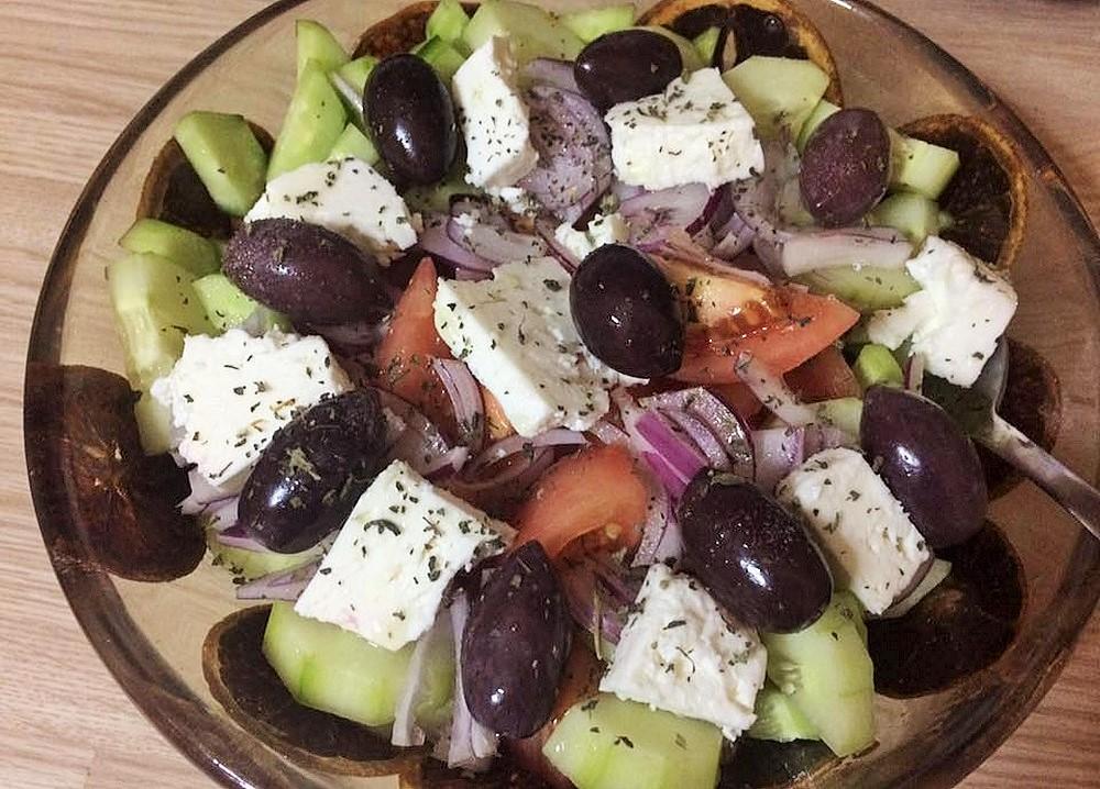 グリークサラダ。友人の祖母から習った、ギリシャ内陸の村の伝統的なレシピ
