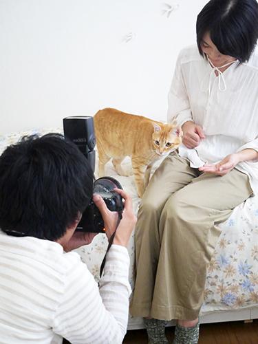 春ちゃんと理恵さんを撮影する五十嵐さん