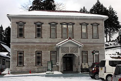 旧稗貫郡役所を復元利用した「早池峰と賢治の展示館」=岩手県花巻市大迫町