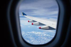 【航空業界研究】華やかな印象の航空業界の仕事内容と、気になる年収はのサムネイル画像