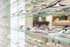 メガネで印象が変わる?就活時の面接にNGなメガネの色や気をつけるべき点についてのサムネイル画像