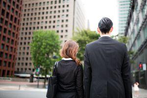 就活でのビジネスカジュアルとは?男女別に服装を解説!のサムネイル画像
