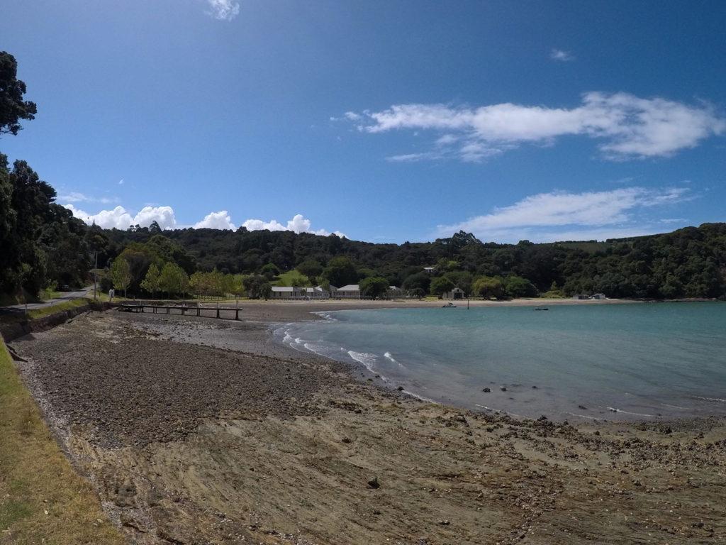 このビーチは別荘地なのか、人の気配があった